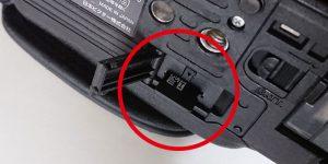 ビデオカメラのSDカードスロット
