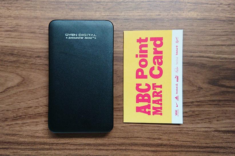 OYEN DIGITAL Shadow Miniと名刺サイズのカードと大きさを比較