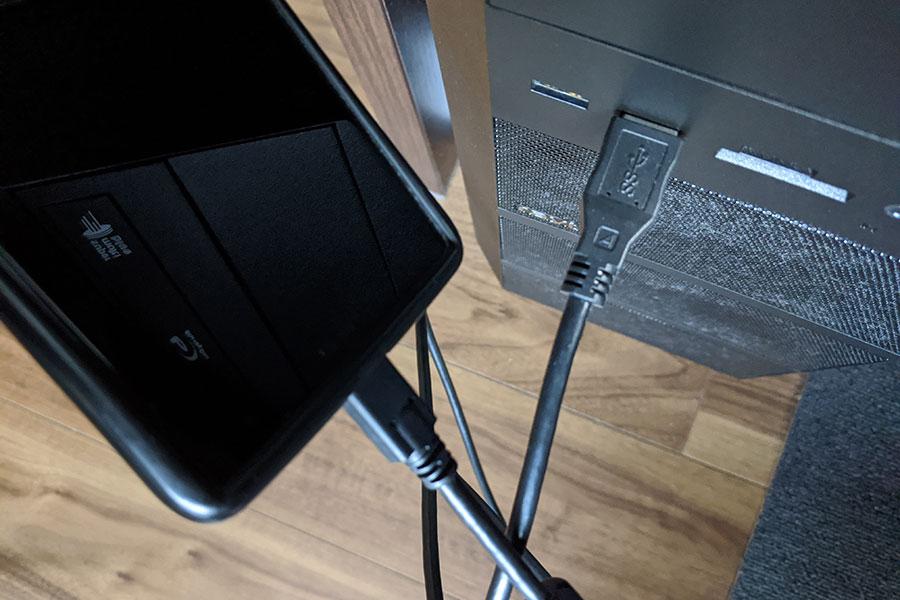 スマートフォンとパソコンをUSBケーブルでつなぐ